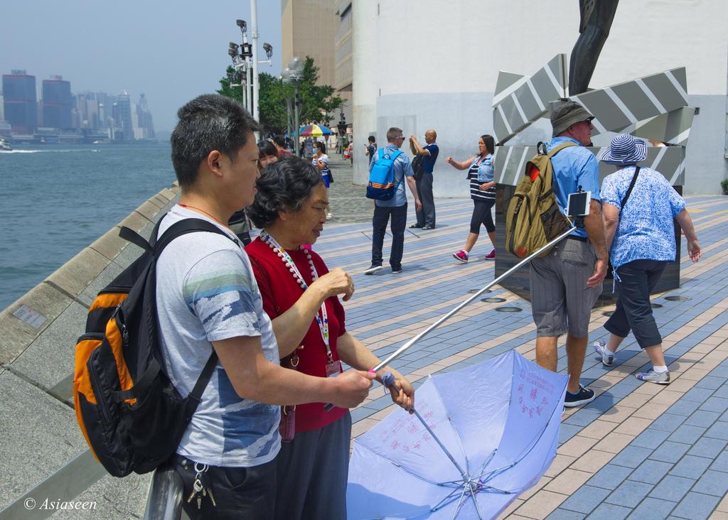 Street life Hong Kong 01 by asiaseen
