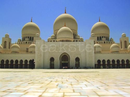 Shaykh Zayd Mosque - Courtyard