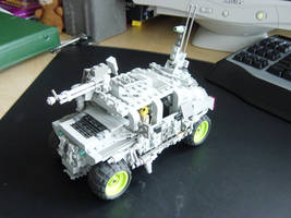 Lego Humvee by linearradiation