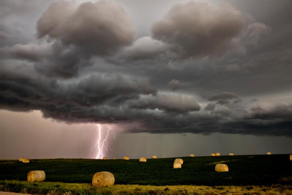 Lightning Saskatchewan by pictureguy