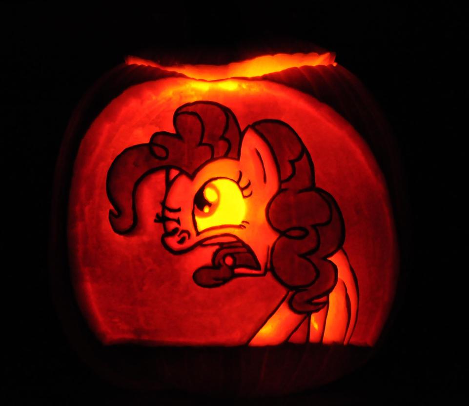 pinkie_pie_pumpkin_by_archiveit1-d6rh5dg.jpg
