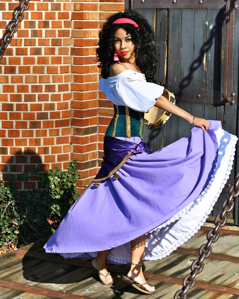 Dance la Esmeralda by MomoKurumi