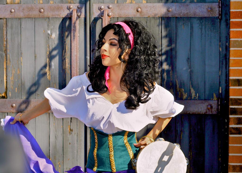 La Esmeralda by MomoKurumi