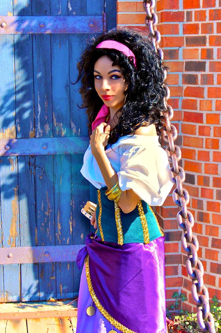 Esmeralda: Temptress by MomoKurumi