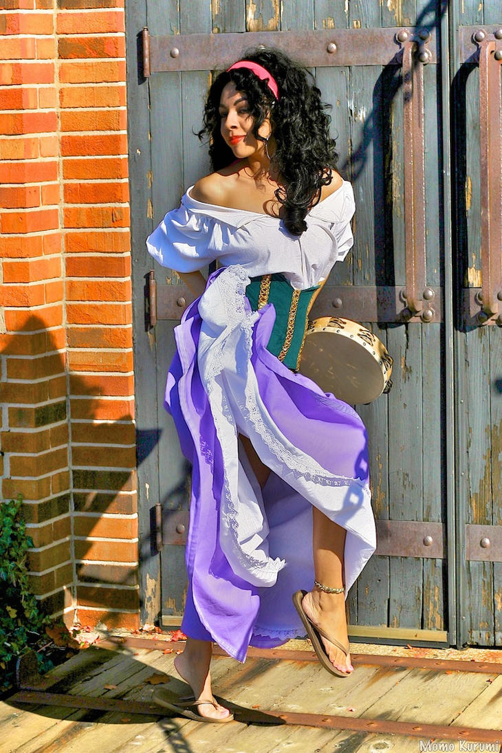 Esmeralda the Street Dancer by MomoKurumi