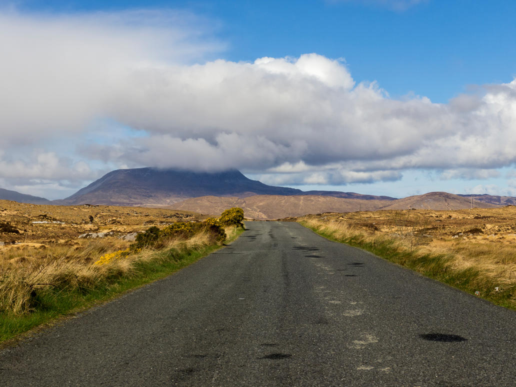 Muckish mountain from the road. by peterpateman