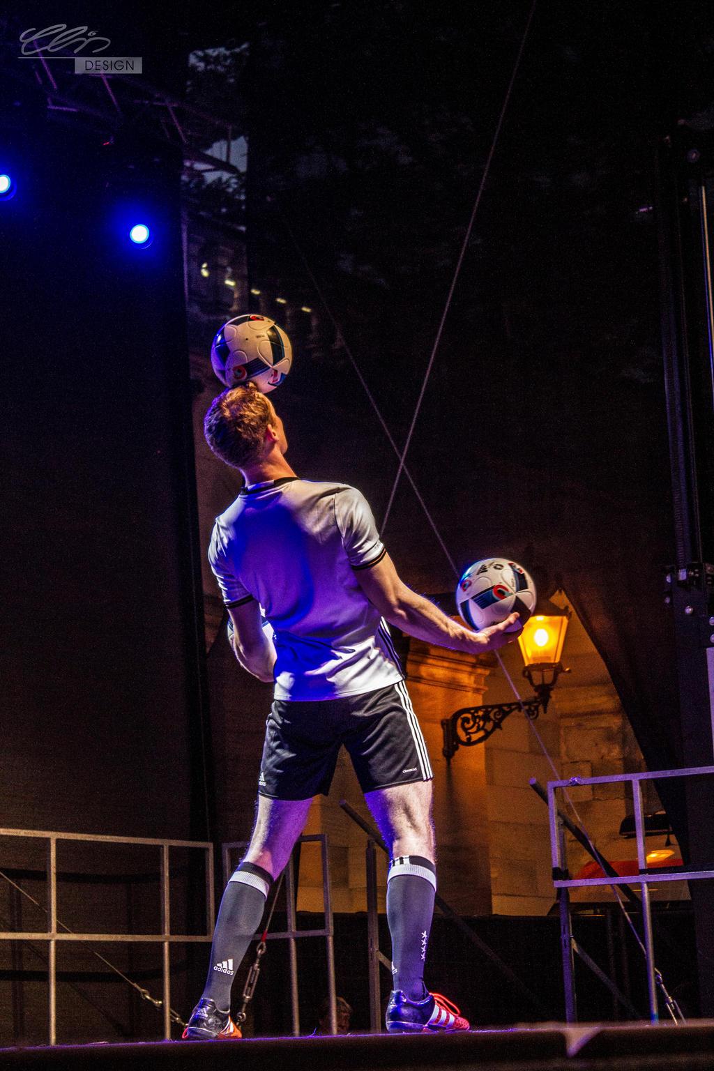 sebastian.landauer...head.juggle by creativeIntoxication