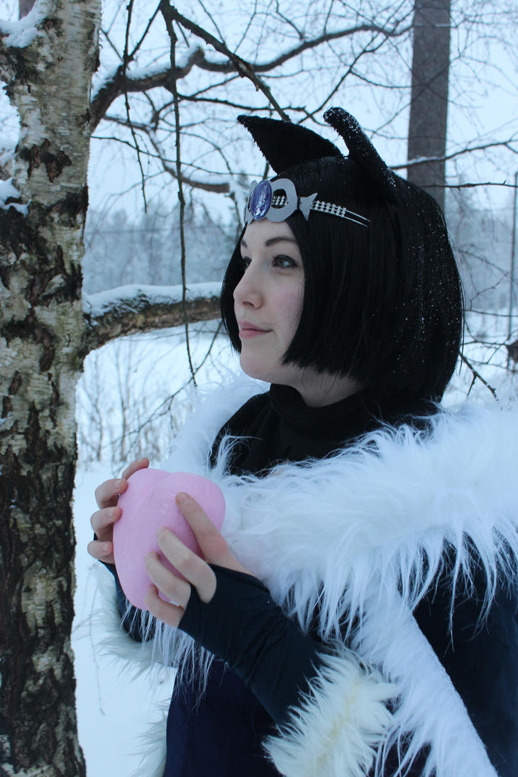 Winter photoshoot - Midnight Ahri by CissyDella