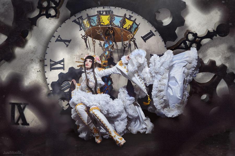 ScissorsCrown: White Queen?