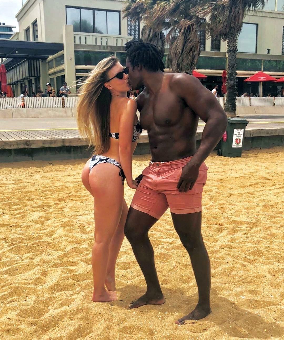 Black Men X White Women Hot Interracial Kiss 11 By Martianmanhunterdc On Deviantart