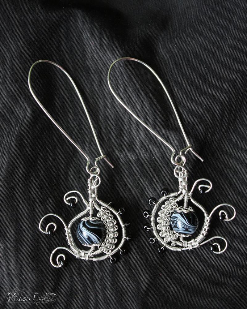 Wire earrings by YulienDeath