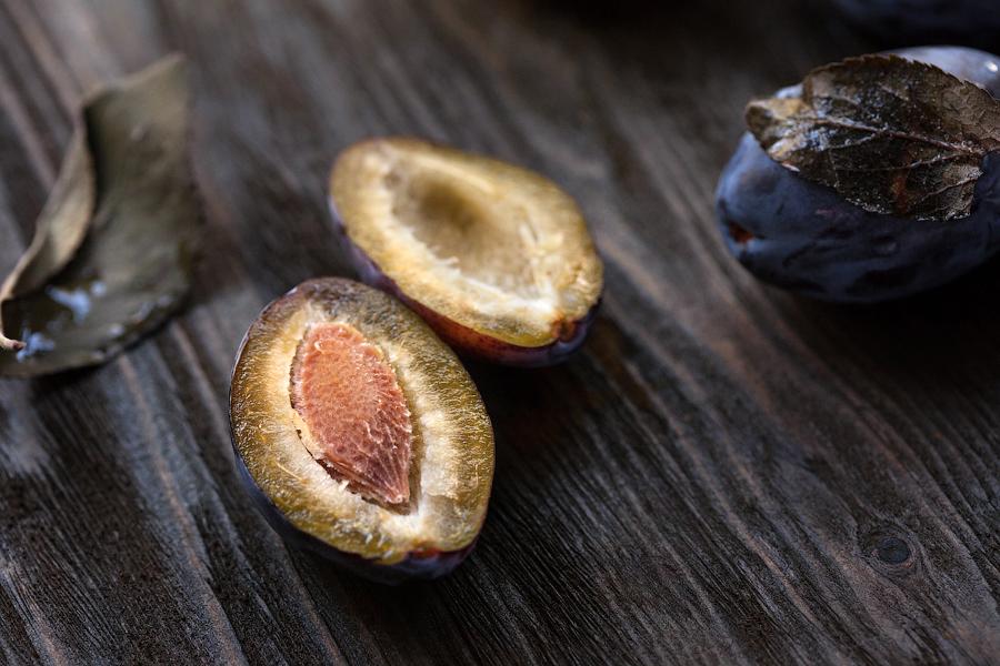 Cut plum by zadveri