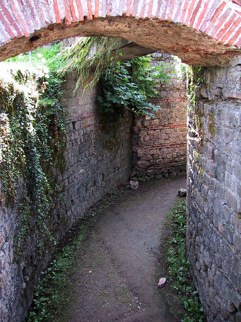 Bath Tunnel by wiebkefesch
