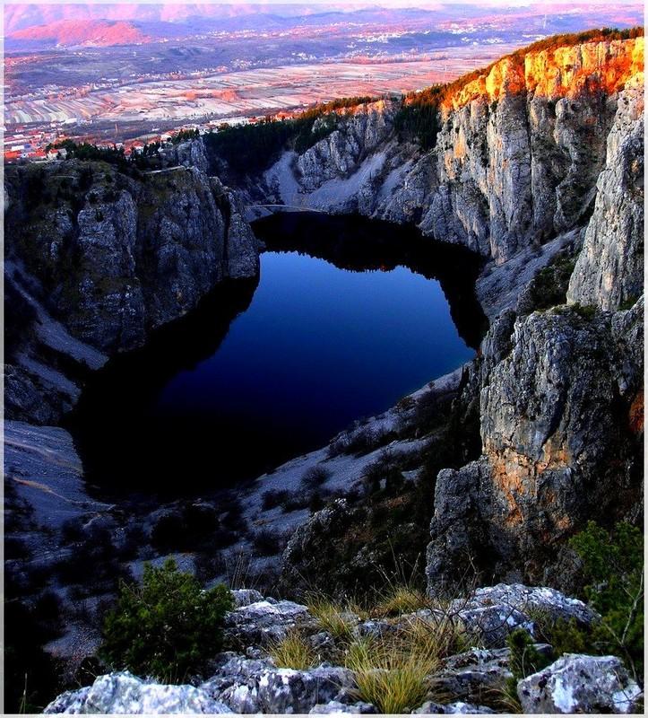deep blue lake by chikuzennoodle