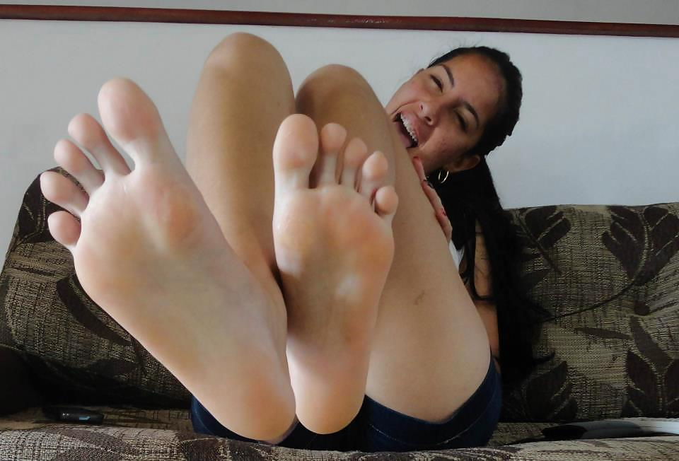 Sexy girls with big feet commit error