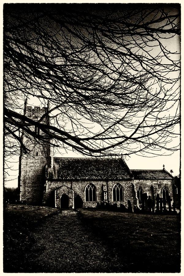 British Gothic 4: Churchyard