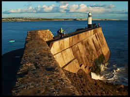 Porthcawl Sea Wall by fatdeeman