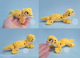 Mini Leopard Gecko Plush - Ray by SewYouPlushieThings