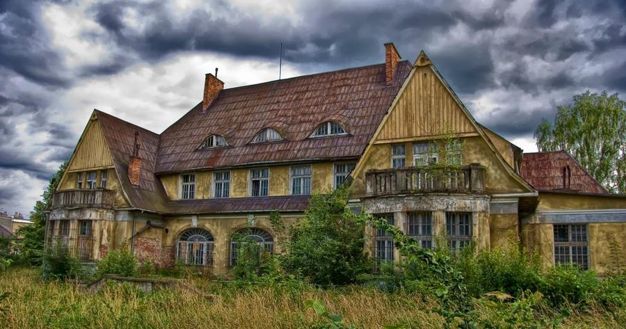 abandoned house in gorlice poland by wojttekk on deviantart