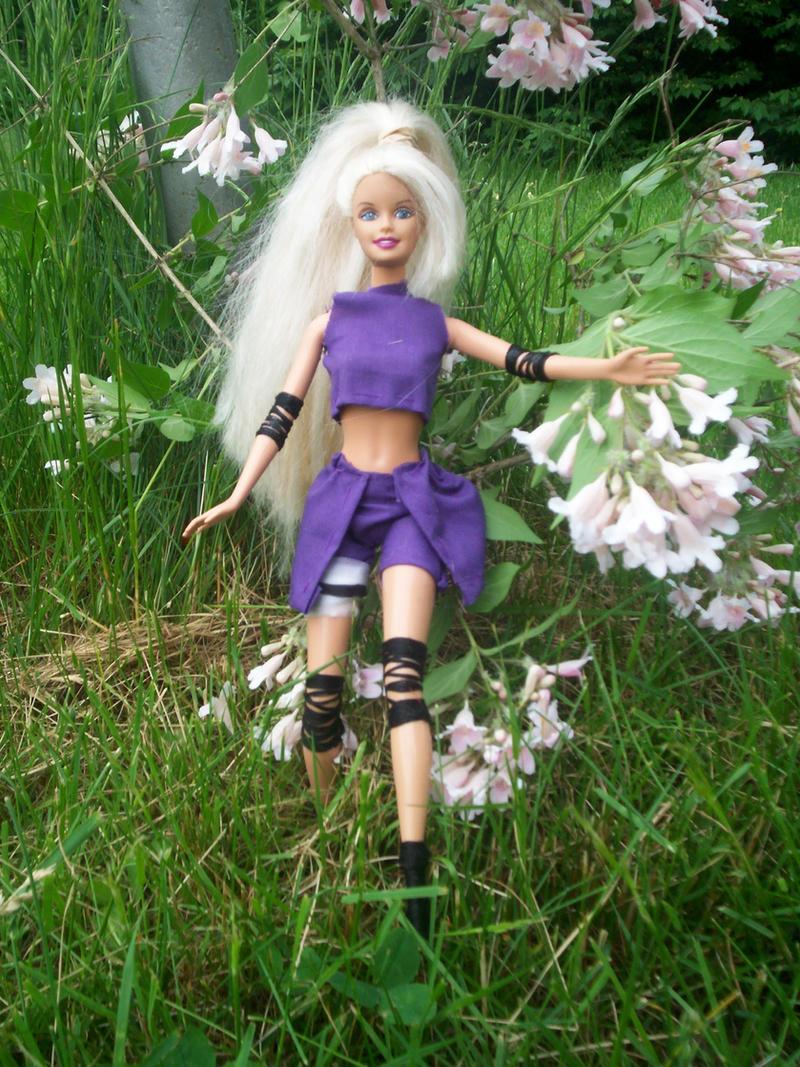 "Obrázek ""http://fc06.deviantart.com/fs18/i/2007/156/b/6/Cosplay_Barbie___Ino_Yamanaka_by_RedneckOtaku.jpg"" nelze zobrazit, protože obsahuje chyby."