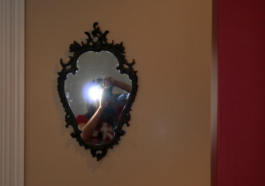Madelinot dans le miroir by araiko o on deviantart for On traverse un miroir