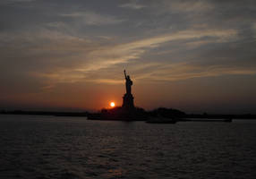 Silhouette Liberty by darksilk