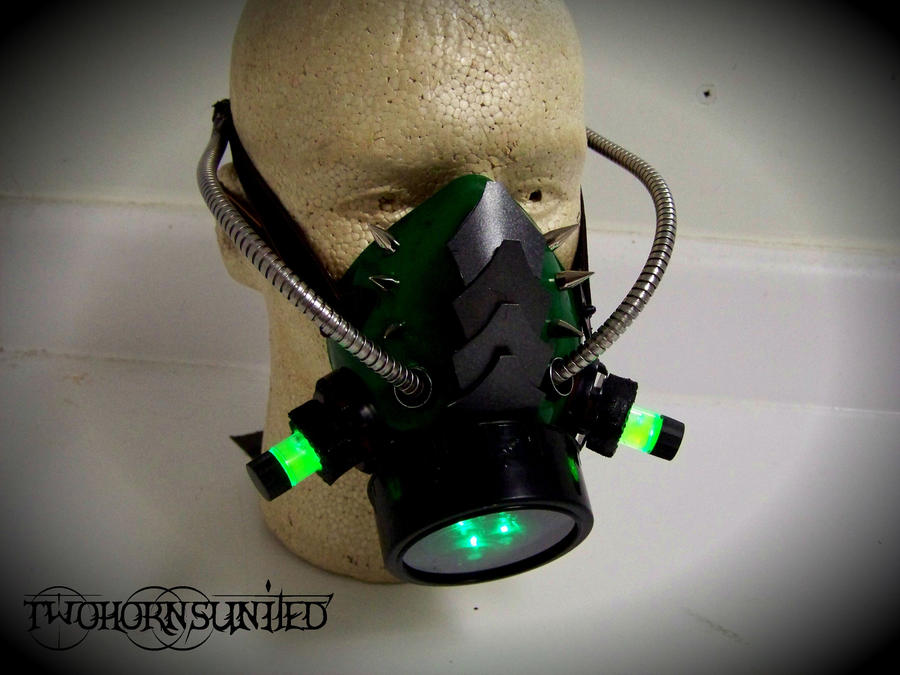''Mutagen Martyr'' Cyberpunk gas mask by TwoHornsUnited