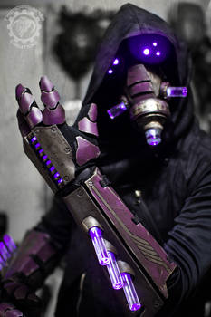 The summoner - light up cyberpunk gauntlets + mask