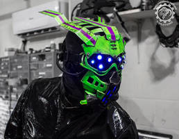 Equinox - alien scifi UV reactive LED mask by TwoHornsUnited