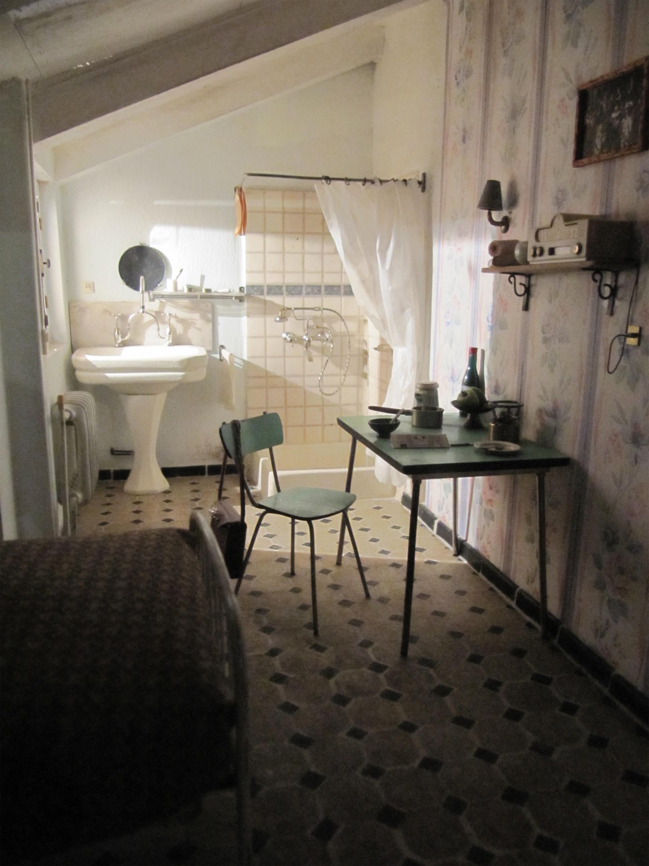 chambre de bonne by suzelh on deviantart. Black Bedroom Furniture Sets. Home Design Ideas