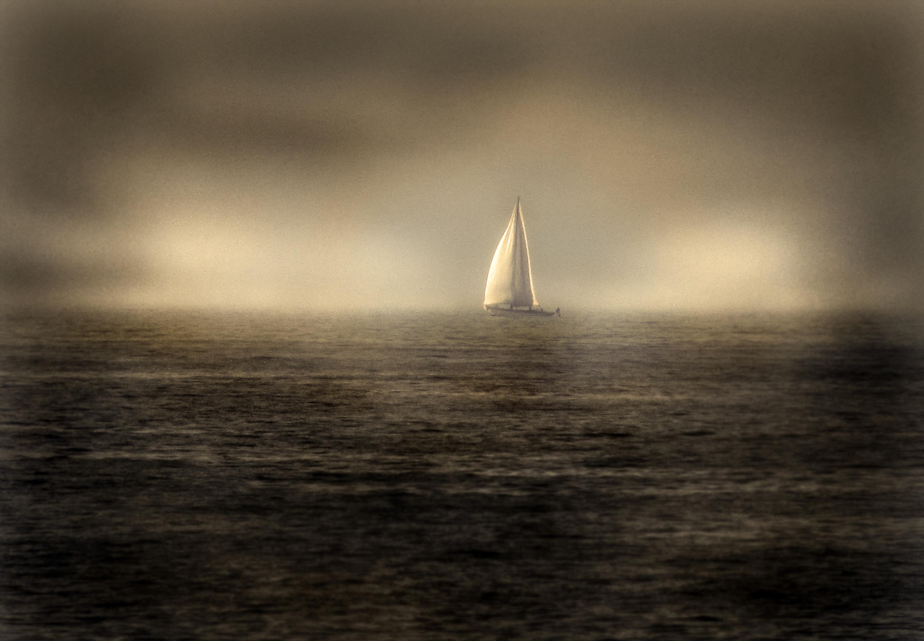 Loin... by SuzelH