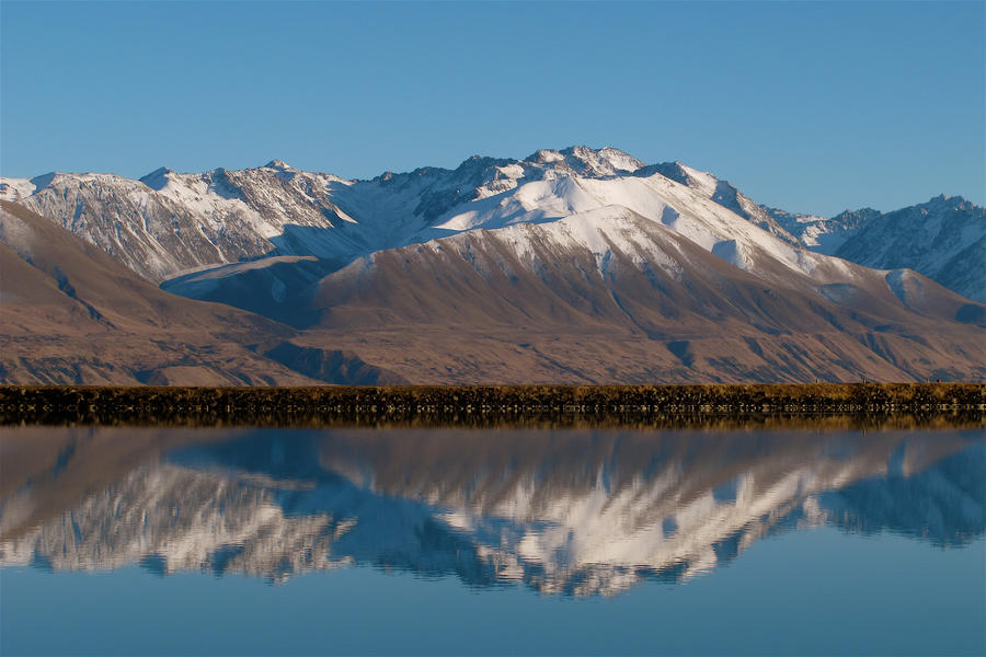 Mountains in New Zealand by WimskryBee