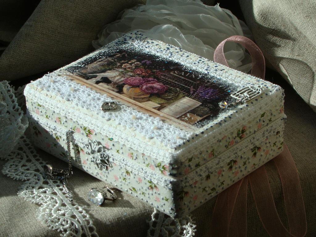 A box (woodworking) by Yakhovskaya