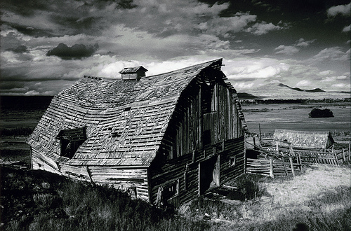 Barn. by Indead