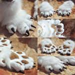 Doggi fursuit paws