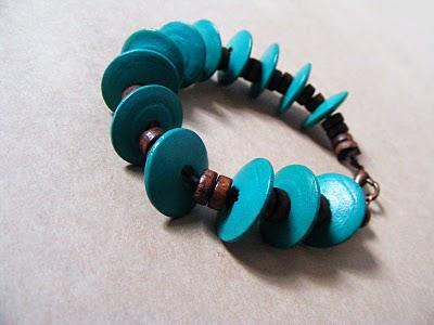 Blue wooden bracelet by Flos-Caeli