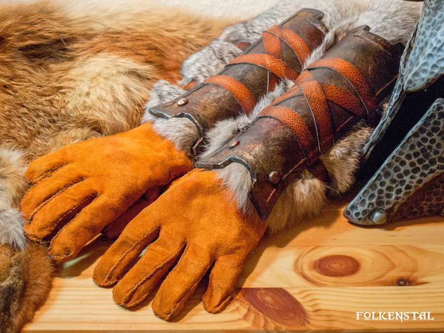 Skyrim Iron Gauntlets (with gloves) by Folkenstal