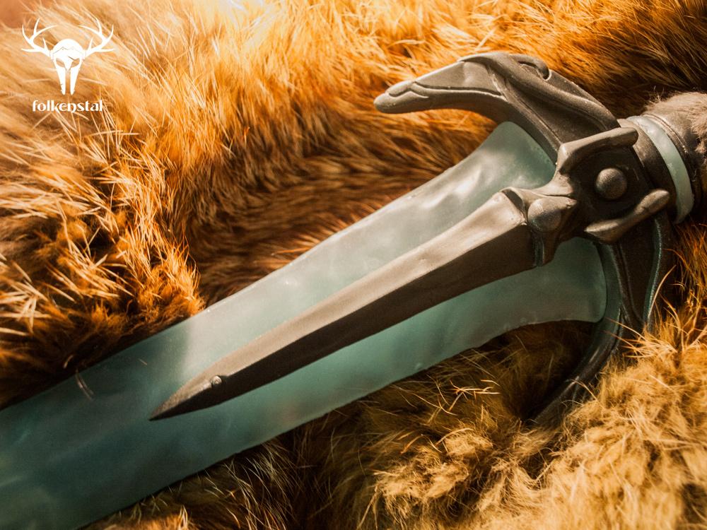 Dragonborn Stalhrim Dagger - guard details by Folkenstal
