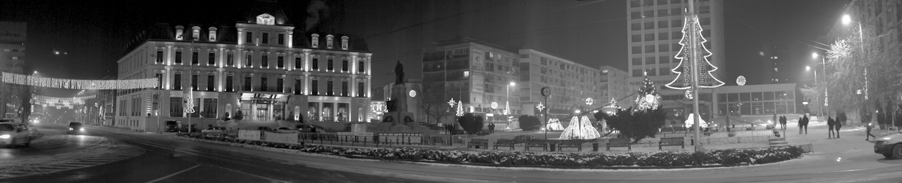 Unirii Square from Iasi by iacobvasile