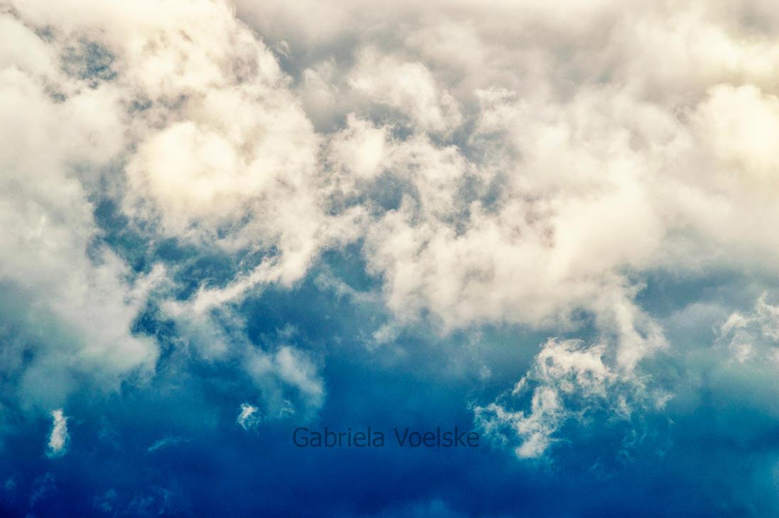 Wispy skies by Sakycake