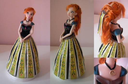 Anna doll - coronation look - Frozen