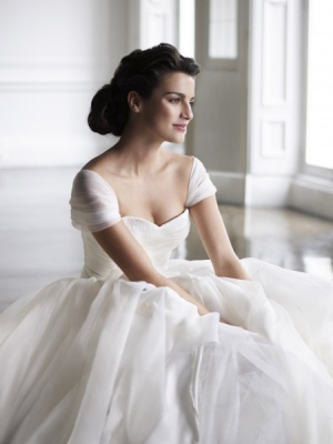 designers wedding dress by LomasneyKlutos67
