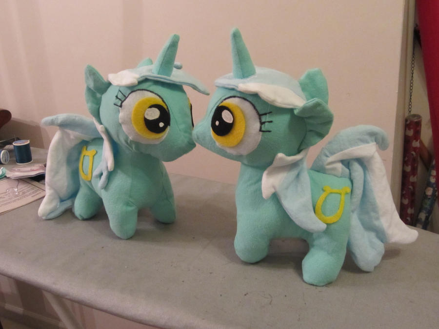 Lyra mittens by Echan33