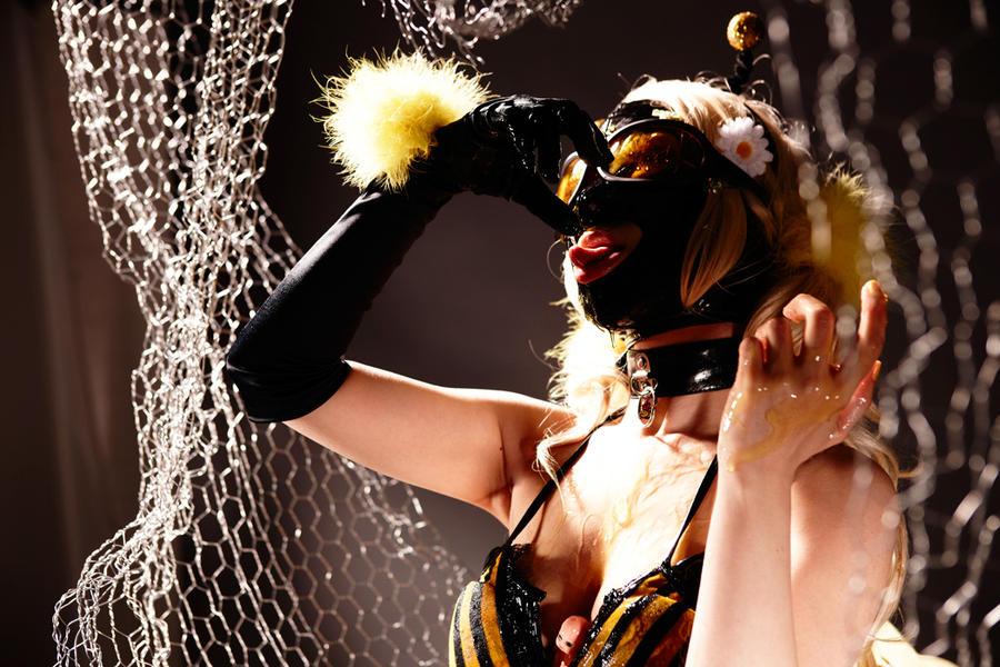 Honey  Bee by AKIOMI