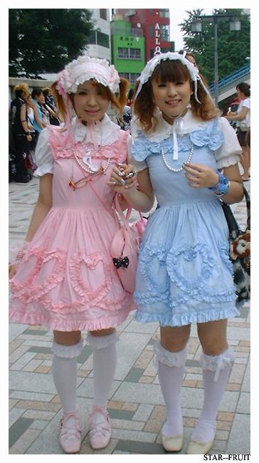 http://fc07.deviantart.com/fs15/f/2007/113/e/e/harajuku_lolita_3_by_star__fruit.jpg