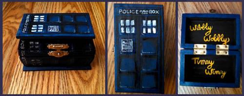 TARDIS by TunaPhishes