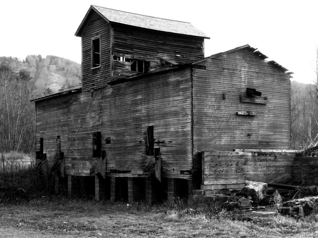 Bw Old Barn By Triciastucenski On Deviantart