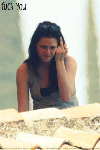 kristen stewart with de finger by xxriabasuxx
