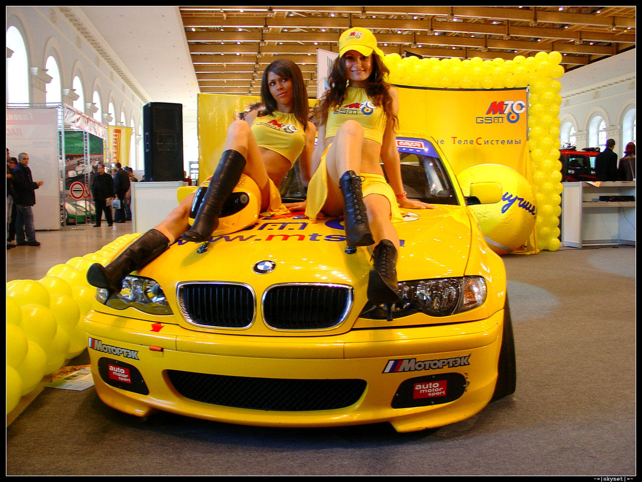 BMW tuning, 2 girls
