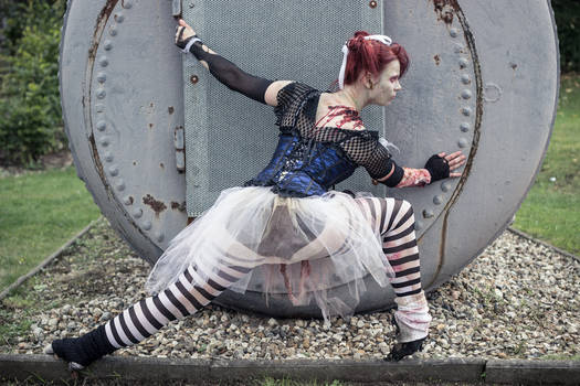 Ballet meets Zombies: The lunging zombie